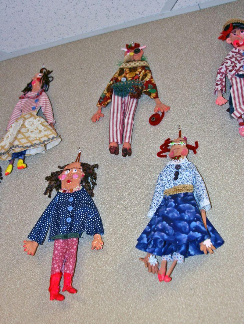 Finn's art class open house_7_22_09 Dolls