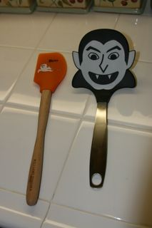 Halloween cupcakes_spoon and spatula