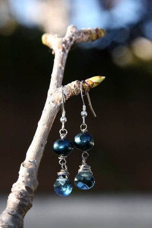 Cobalt_blue_pearls_and_chalcedony