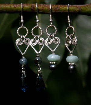 Earrings_with_heart_links_3