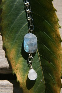 Labradorite_and_quartz_necklace_w_2