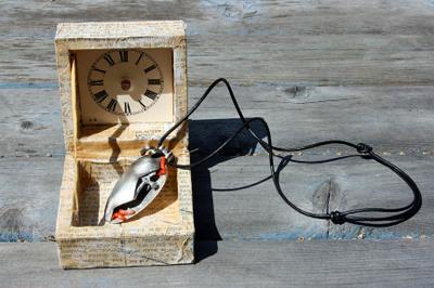 The_resurrectio_necklace_in_the_box